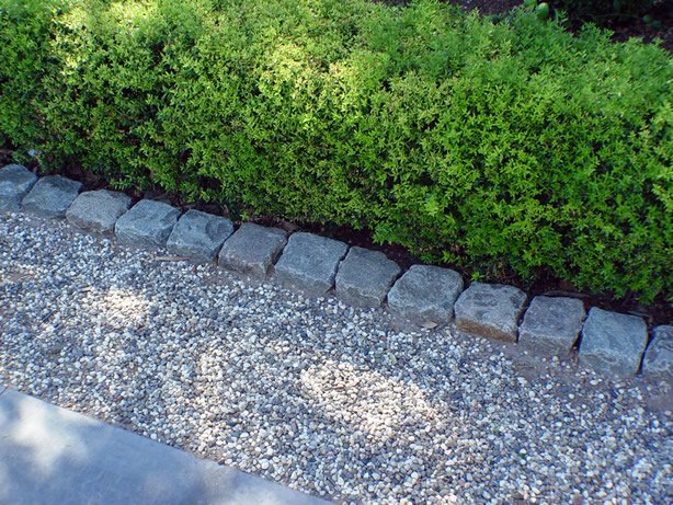 Garden Edges Using Granite Cobblestone and Curb